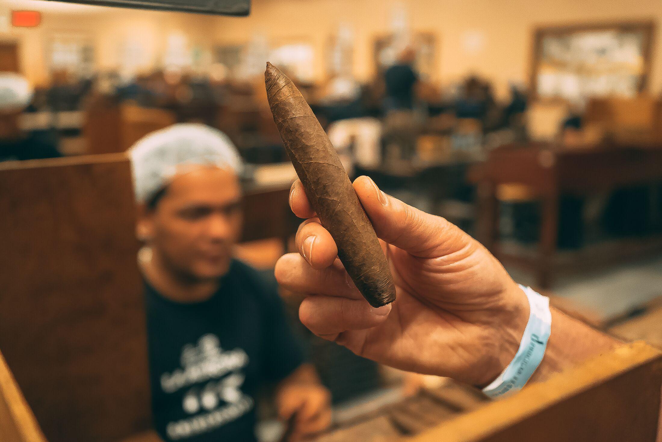 sites de rencontre pour les fumeurs de cigares datant de 4 mois cadeau d'anniversaire