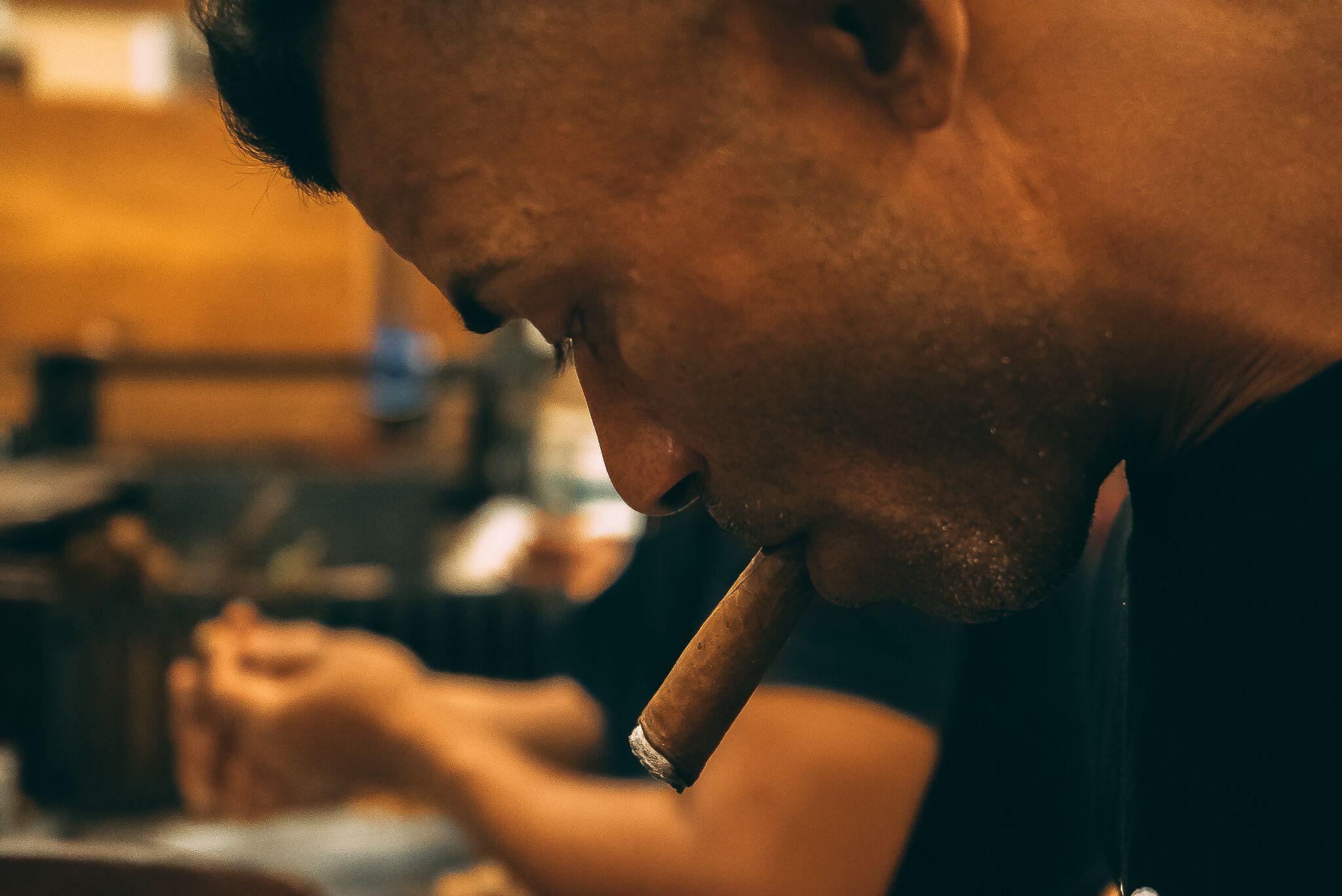 sites de rencontre pour les fumeurs de cigares travail datant Charlestown